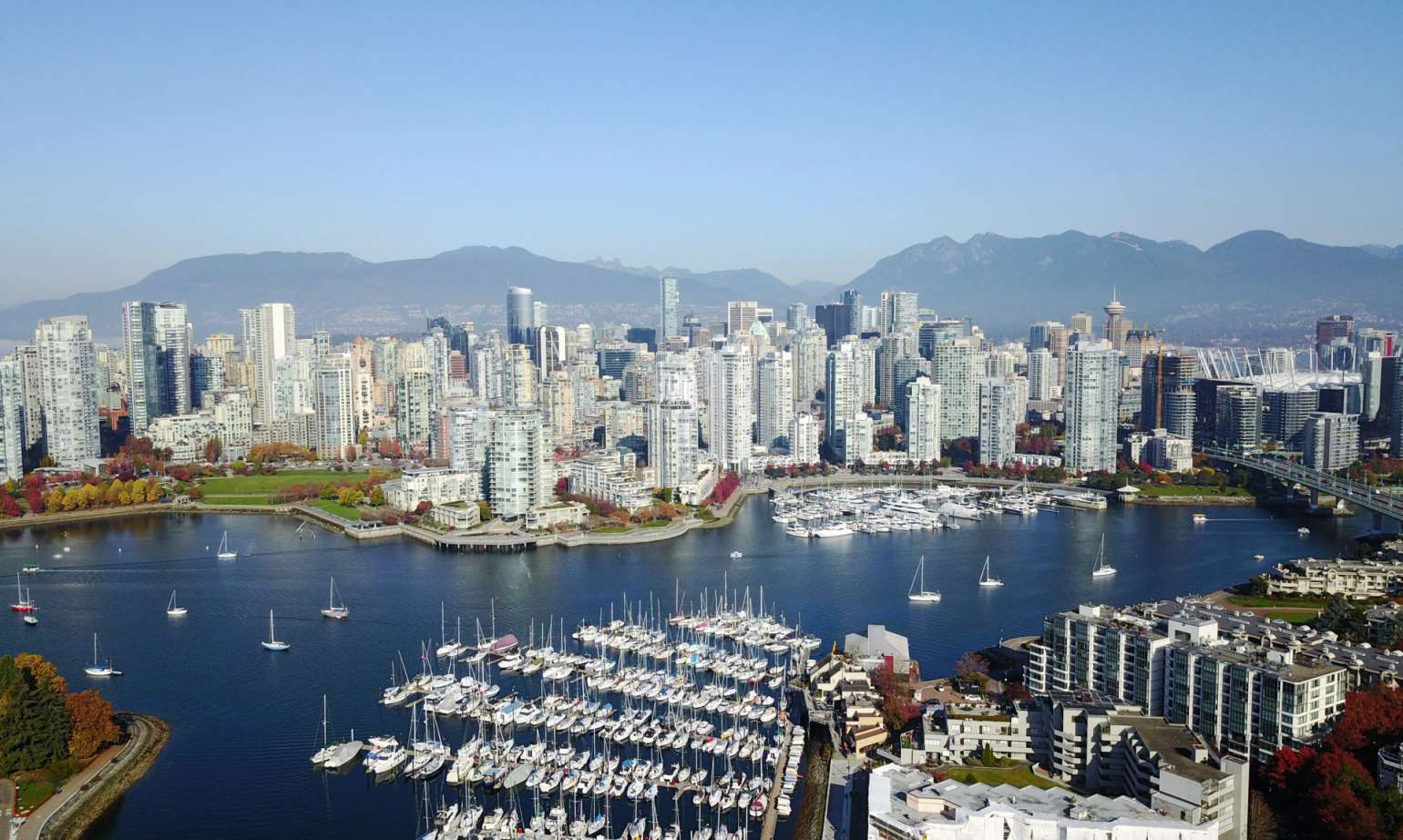 SEVEN REASONS THAT MAKE CANADA THE BEST COUNTRY TO MOVE TO